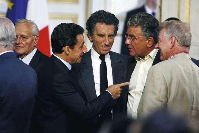 Nicolas Sarkozy, Jack Lang et le constitutionnaliste Olivier Duhamel lors de l'installation du comité de réflexion sur la modernisation et le rééquilibrage des institutions de la cinquième République, en juillet 2007.