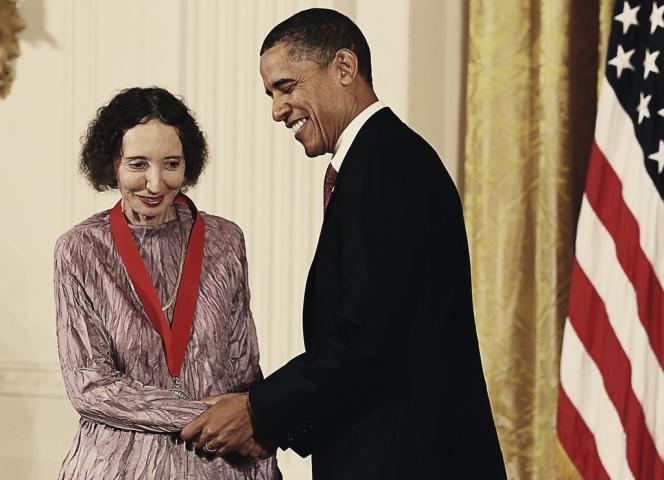 Le 3 mars 2011, Barack Obama a remis à Joyce Carol Oates ainsi qu'à Philip Roth la médaille nationale des humanités pour