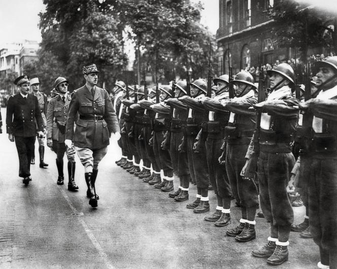 Le 14 juillet 1940, de Gaulle passe en revue ses troupes à Londres. Parmi ces résistants de la première heure, des soldats de la Légion, comme en témoigne  leur foulard blanc. Des étrangers, donc.