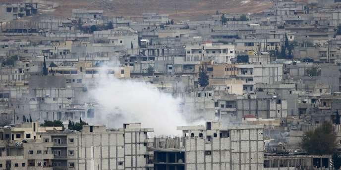 Devenue le symbole de la lutte contre l'EI, la ville kurde de Kobané a de nouveau été le théâtre de combats acharnés, vendredi 17 octobre.
