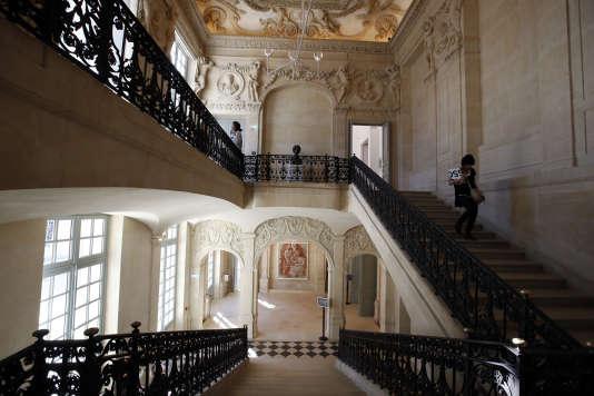 Le grand escalier de l'hôtel Salé vu du hall d'entrée du Musée Picasso.