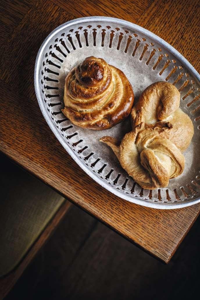 Seminel, tên là Laurent Seminel, cũng là một loại bánh được làm từ bột fleur de được chế biến, nghĩa là nhanh chóng bị luộc trong nước, trước khi được nướng . Nó hơi giống như tổ tiên của bánh mì tròn.