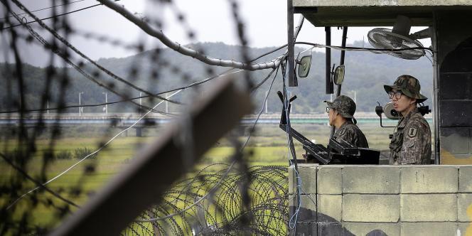 Des soldats sud-coréens à la frontière entre les deux Corées, le 17 septembre 2014.