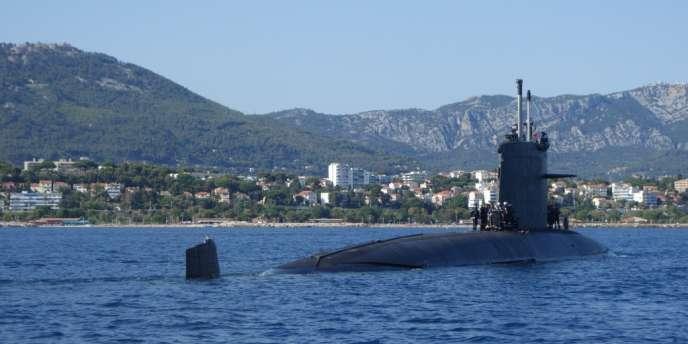 Le SNA Perle en baie de Toulon, juillet 2014.