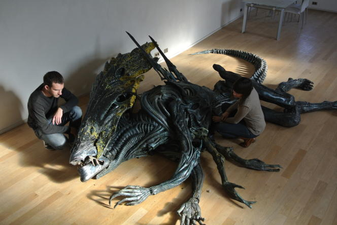 La reine Alien mesure 3mètres de haut.