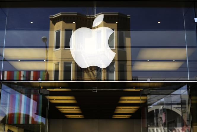 A l'entrée d'un Apple store à San Francisco (Californie).