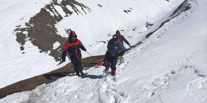 Plus de 500 personnes ont été hélitreuillées depuis mardi, jour de la tempête qui s'est abattue sur le circuit du tour des Annapurnas, au plus fort de la saison de trekking.