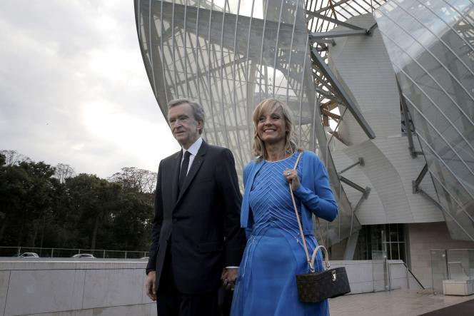 Bernard Arnault et sa femme Hélène Arnault, devant la Fondation Louis Vuitton, le 20 octobre