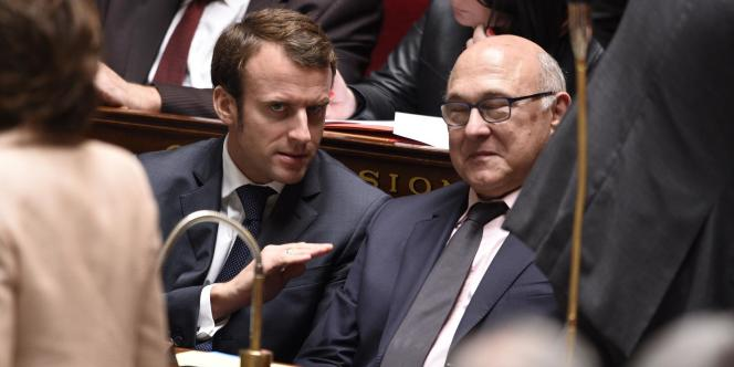 Le ministre de l'économie, Emmanuel Macron (à gauche), et celui des finances, Michel Sapin, le 15 octobre.