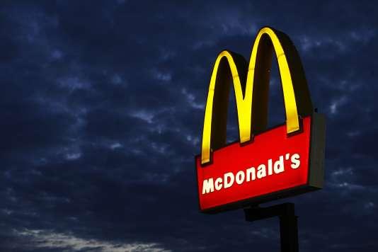 McDonald's imposerait des contrats abusifs à ses franchisés, exigeant notamment d'eux le versement de loyers prohibitifs