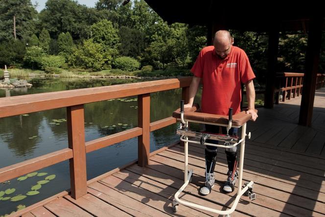 Un extrait d'un reportage de la BBC sur Darek Fidyka, le patient bulgare qui a recouvré l'usage de ses jambes après une opération sans précédent de la colonne vertébrale.