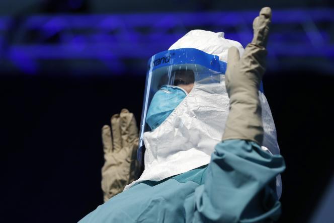 Les scientifiques des différents organismes publics sont engagés sur tous les fronts contre le virus Ebola.