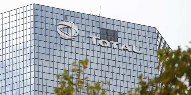 Le siège de Total dans le quartier de la Défense, à Courbevoie (Hauts-de-Seine), en 2014.