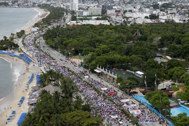 Manifestation à Acapulco (centre du Mexique), le 17 octobre 2014, pour réclamer que soient retrouvés les 43 étudiants disparus depuis le 26 septembre.