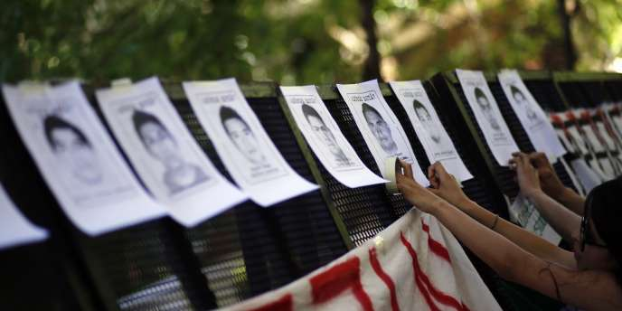 Des milliers de manifestants étaient réunis à Iguala le 22 octobre, dans le sud du Mexique, pour manifester leur indignation, un mois après la mystérieuse disparition de43étudiants.