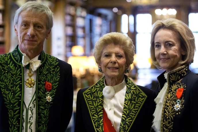 Dominique Bona, la nouvelle académicienne (à droite) avec Jean-Christophe Ruffin et Hélène Carrère dEncausse.