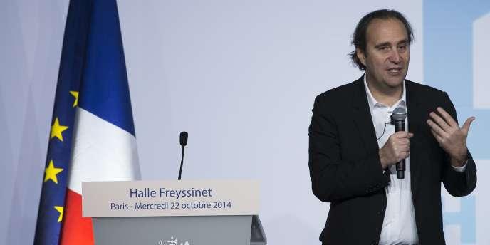 Xaviel Niel présente le projet de la Halle Freyssinet lors de la pose de sa première pierre, le 22 octobre.
