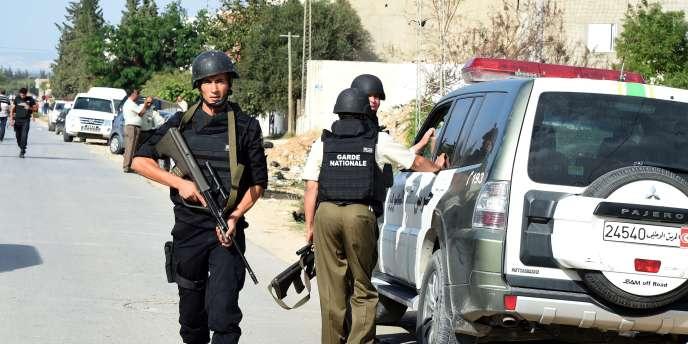 Un policier a été tué jeudi 23 octobre au cours d'une fusillade avec un «groupe terroriste» à Oud Ellil, dans la banlieue de Tunis.
