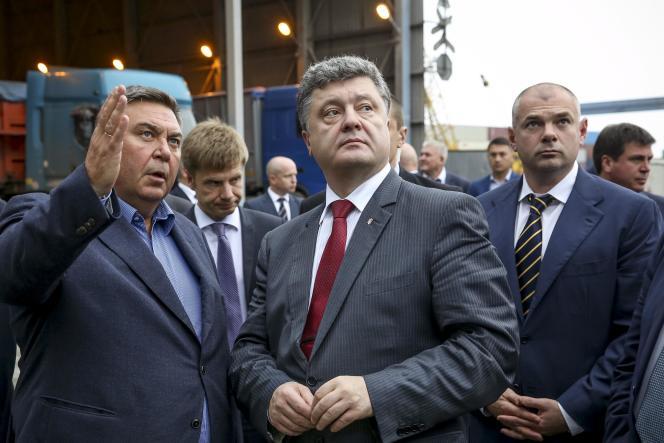 Le président ukrainien Petro Porochenko lors d'une visite du port d'Odessa le 23 octobre.