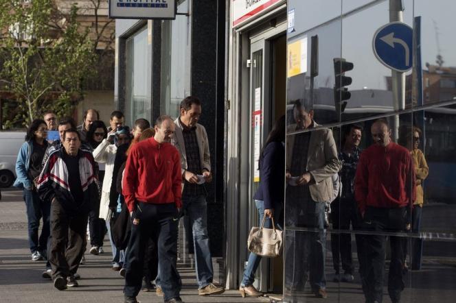 En un an, le taux de chômage espagnol est descendu de deux points (de 25,6 % à 23,6 %)