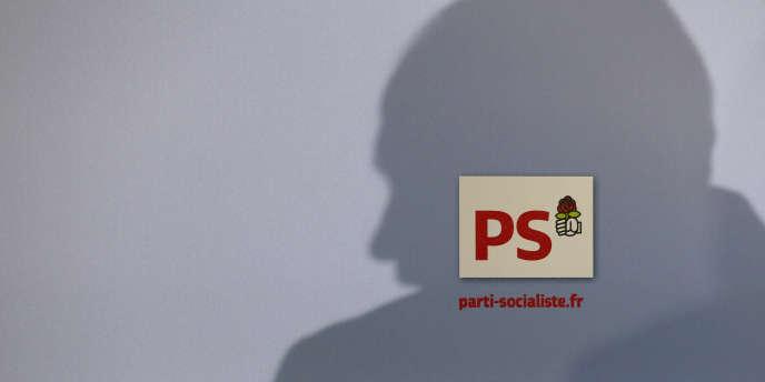 L'ombre de Jean-Christophe Cambadélis, premier secrétaire du parti socialiste.