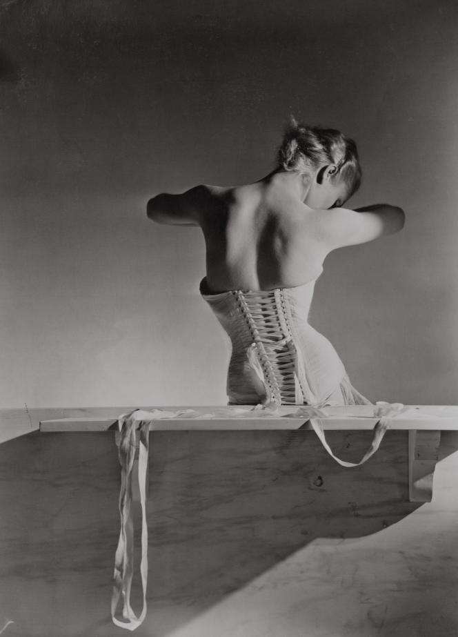 Publicité pour le corset Mainbocher (1939).