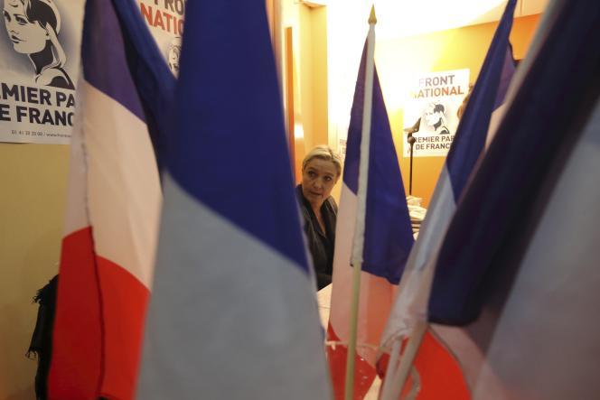Marine Le Pen, lors d'une visite à Calais (Pas-de-Calais) le 24 octobre.