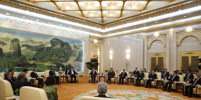 Durant la cérémonie de signature de l'accord visant à établir une banque régionale en Asie, le 24 octobre 2014.