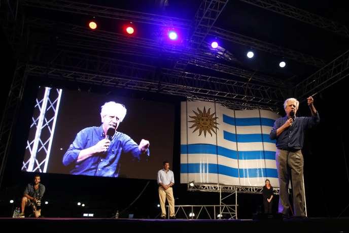 Le candidat du centre-gauche à l'élection présidentielle, Tabare Vazquez, à Montevideo, le 23 octobre 2014.