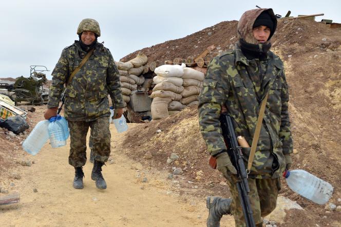 Des soldats ukrainiens dans un village près de Donetsk le 24 octobre.