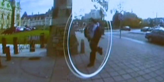 Michael Zehaf-Bibeau, auteur de la fusillade d'Ottawa, filmé par une caméra de surveillance le 22 octobre 2014.