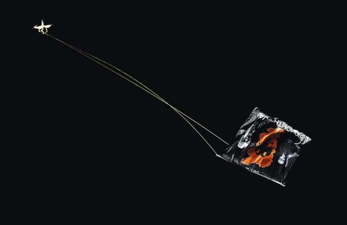 Le 14 octobre, à Belgrade, un drone affublé du drapeau de la nationaliste