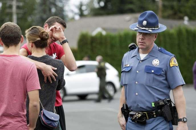 La police a évacué les 2 500 élèves du lycée de Marysville dans la matinée.