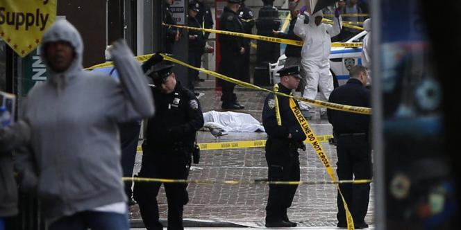 L'agresseur a été immédiatement abattu par les policiers.