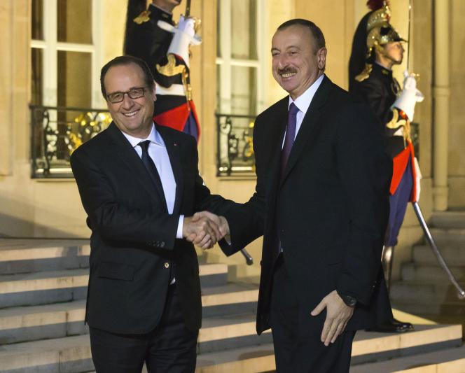 « Les organisations de défense des Droits de l'homme considèrent la Biélorussie et l'Azerbaïdjan comme autant de dictatures» (Photo: les présidents François Hollande et Ilham Aliev, à l'Elysée, à Paris, le 27 octobre 2014).