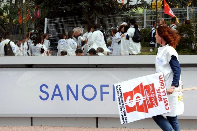 Des salariés de Sanofi à Toulouse protestant en 2012 contre la réorganisation de l'entreprise.