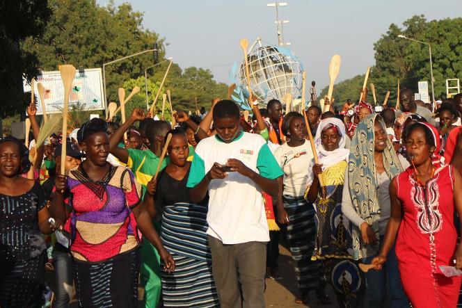 Au Burkina Faso, lors d'un rassemblement de partisans hostiles à la modification de l'article 37, le 27octobre.
