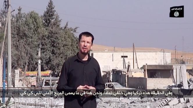 John Cantlie est déjà apparu dans une série de vidéos de propagande de l'EI pour visiblement contrer la couverture du conflit par les médias des pays occidentaux.