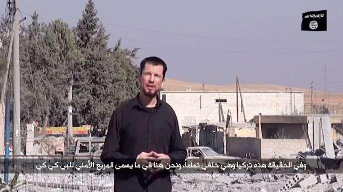 Le 27 octobre 2014,John Cantlieapparaissait comme libre dans la ville de Kobané, parlant à la caméra comme un reporter de télévision pourrait le faire.