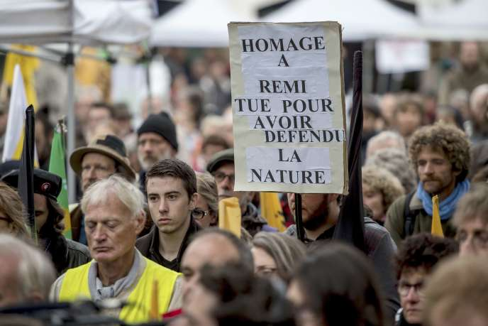 Lors d'un rassemblement de la Confédération paysanne à Amiens, en soutien à neuf personnes jugées pour des dégradations à la ferme des Mille vaches, le 28 octobre.