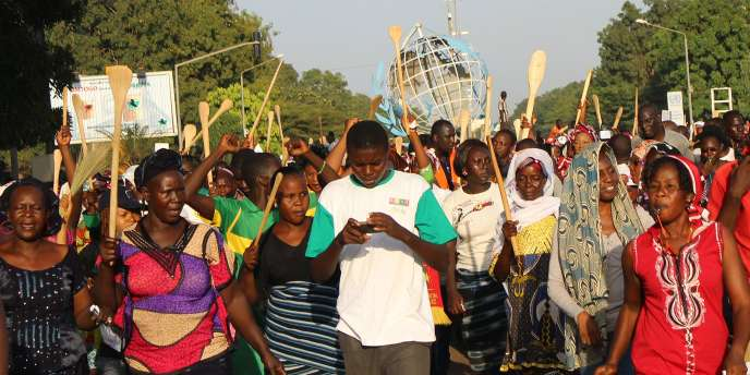 Manifestation à Ouagadougou contre le projet de révision de la Constitution, lundi27octobre.