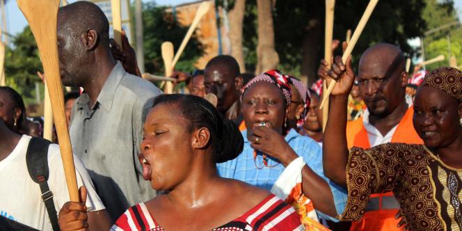Plusieurs centaines de milliers de Burkinabés –un million selon les organisateurs– sont descendus dans les rues de Ouagadougou, mardi28octobre.