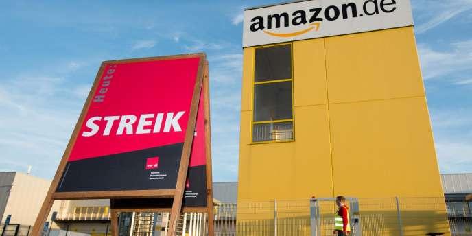 Grève devant les locaux d'Amazon à Leipzig, le 27 octobre.