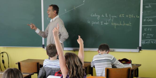 Revaloriser les salaires, favoriser la formation continue ou améliorer l'image des profs dans les médias figurent parmi les pistes proposées par Bruxelles pour rendre plus attractif le métier d'enseignant.