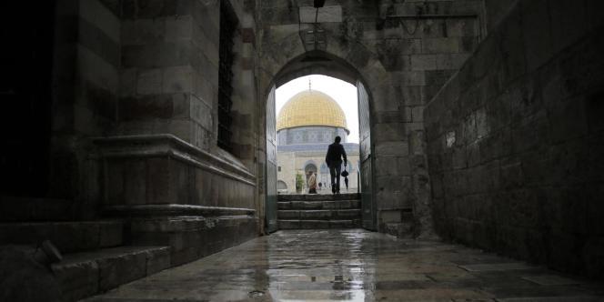 Lieu saint du judaïsme comme de l'islam, l'esplanade des Mosquées est régulièrement le théâtre de tensions entre représentants des deux religions.