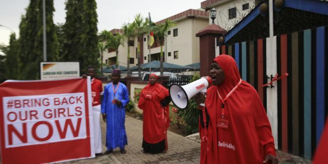 Manifestation pour demander la libération des quelque 200 femmes enlevées par Boko Haram, le 17 octobre à Abuja.