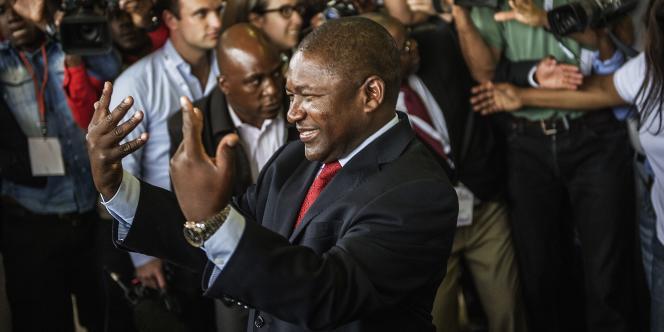 Filipe Nyusi, candidat du parti au pouvoir depuis 39 ans, a été élu président du Mozambique avec 57 % des voix.
