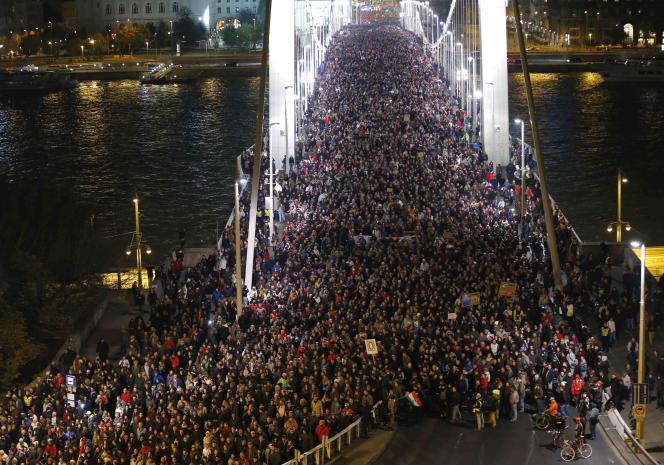 Le projet très contesté de taxe Internet en Hongrie, qui a mobilisé des dizaines de milliers d'opposants depuis plusieurs jours, a été retiré.