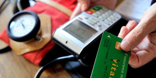 Le tiers payant supprime l'avance de frais chez le médecin. Sa généralisation n'entrera en vigueur que progressivement, la mesure devenant obligatoire à partir du 30 novembre 2017.