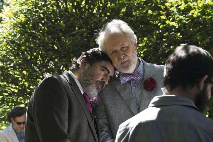 Après trente-neuf ans de vie commune, George et Ben (Alfred Molina et John Lithgow) décident de se marier, dans